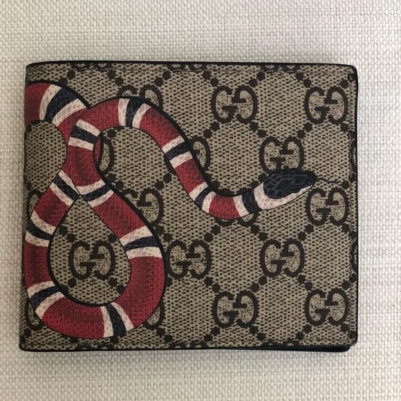 466838dd Gucci Handbags - Original Gucci Men's Kingsnake GG Supreme Wallet